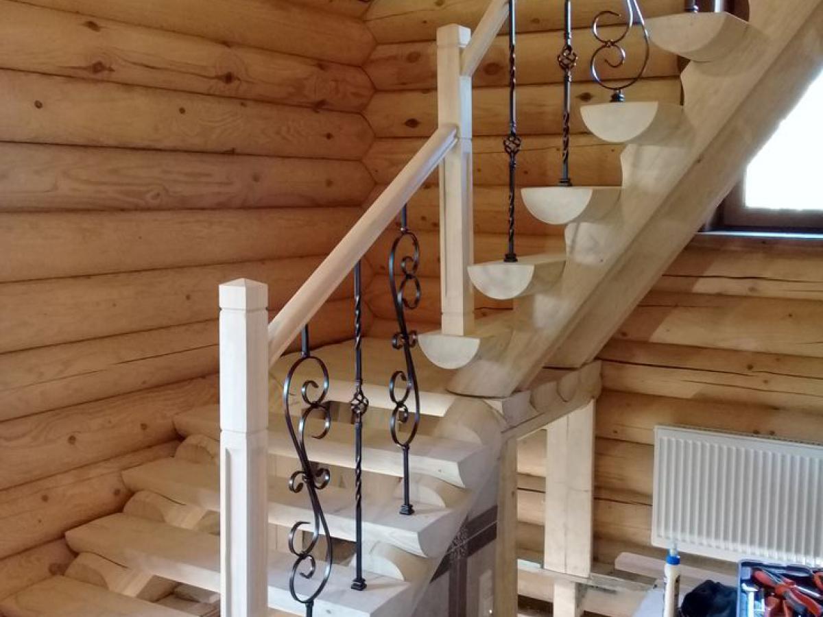 Почему стоит заказать деревянную лестницу? - Русские усадьбы - Лестницы на второй этаж